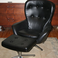 Vintage Overman Sweden Egg Lounge Chair w Ottoman Fantastic Condition Early 70s It's a Recliner, too
