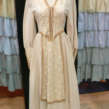 RARE 1970s Gunne Sax Black Label Cream and Tan Hemp Lace Crochet Medieval Renaissance Corset Floor Length Dress S/M