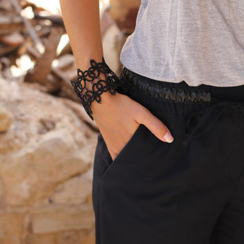 Black tatted bracelet-Lace bracelet-tatting lace-gift for her-statement bracelet-beaded bracelet-cuff
