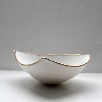 Stoneware fine bone china bowl with 10% real gold resembles a small boat.