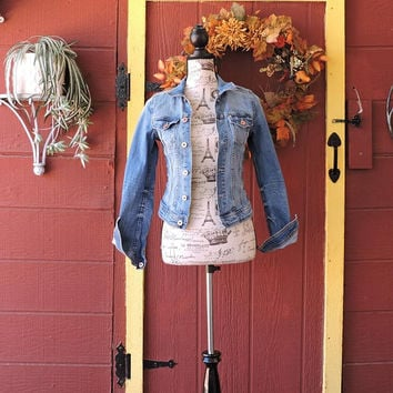 Womens denim jacket size XS 2 / 4 / medium wash 90s denim jacket /  jean jacket / boho hipster jean jacket
