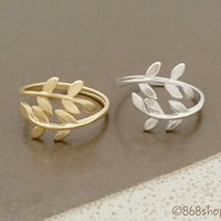 Leaf ring, Laurel ring in silver/ gold, modern, delicate, stacking ring, everyday ring, chic, simple and elegant