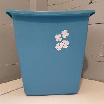 Vintage, Trash Can, Waste Basket, Rubber, Light Blue, White, Floral, Pansies, Bathroom, Bedroom, Decor, Rubbermaid, RhymeswithDaughter