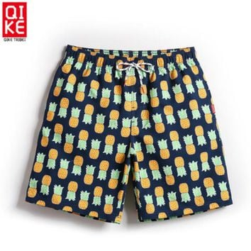 Men Beach Shorts Internal Mesh Sweat-absorbent Breathable and Quick-drying Beach Pineapple Print Pants Sports Surfing Pants