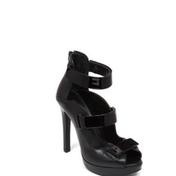 Gala Buckle Strap Sandal in Black - BCBGeneration