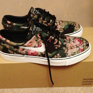 NIKE SB ZOOM STEFAN JANOSKI DIGI FLORAL UK 6/US 7 BRAND NEW WORLDWIDE SHIPPING