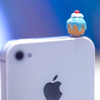 Kawaii MINI  ICING CUPCAKE in 3 Colors Iphone by fingerfooddelight