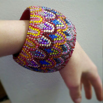 HandEmbellished Scallop Bangle