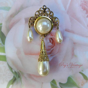 Filigree Gold Tone Pearl Brooch / Pin With Dangle Faux Pearl, Romantic Vintage Bridal Jewelry