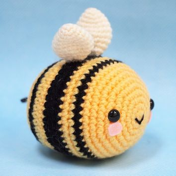 The Cutest Bee! Amigurumi - SHIPS 7/8