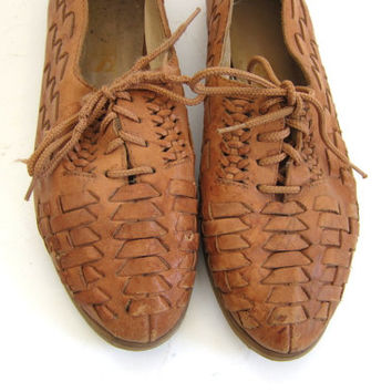 vintage leather lace up huaraches • women's sandals size 7.5 • woven leather shoes