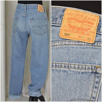 Vintage Levis 505 jeans 31 X 32  size 8 / 9 / LEVI'S  100% cotton / high waisted medium wash straight fit / boyfriend jeans