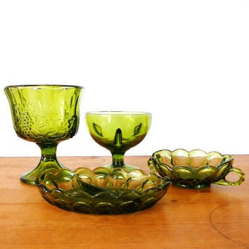 vintage glass, green, depression era glass  ///  candy dish, serving, nut dish, entertaining, 60s housewares, bohemian, glass collectibles