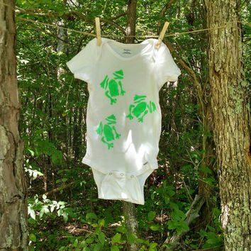 Froggy bodysuit, green frog bodysuit, baby bodysuit, toddler bodysuit, kids clothing, babyshower gifts, nature clothing, painted clothing