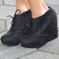 Put A Wedge In It Booties: Black