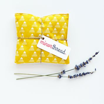 Golden Yellow Pyramid & Linen Organic Lavender Sachet Set