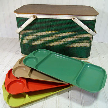 Vintage Redmon Style Green & Ivory Woven Picnic Hamper - Retro Wood Base with White Enamel Metal Basket - Set of 4 Retro GlamaWare Lap Trays