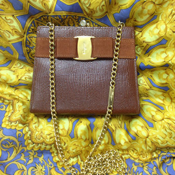 Vintage Salvatore Ferragamo brown lizard embossed leather golden chain clutch purse with vara gancini collection. Iconic kiss lock mini bag