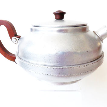 1940 Aluminum Teapot with Bakelite Handle, English Sona Brand Stove Top, Camping Tea Pot, Vintage Kitchen, Outdoor Barbecue, Water Kettle