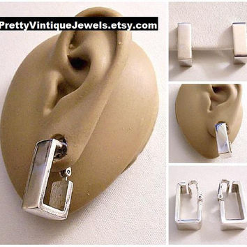 Avon Geometric Square Band Hoop Clip On Earrings Silver Tone Vintage 1976 Modern Wide Polished Band Open Box Dangles