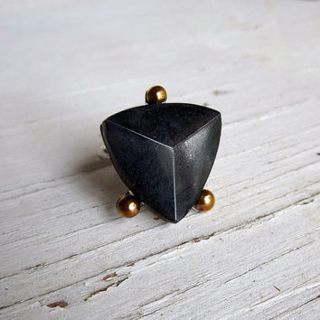 Black Crystal Pyramid Ring, Geometric Shield, Armor jewelry, black arrow, Gothic Gift, Black Gold, Punk Rock Luxury