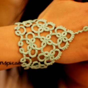 Beaded slave tatted lace bracelet//tatted bracelet//lace bracelet//beaded bracelet//tatted slave bracelet//lace cuff/gift for her/brace-ring