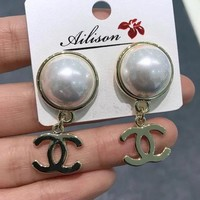 8DESS Chanel Women Fashion Pearl Stud Earring