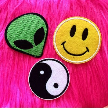 3 90's Patches, Alien Patch, Yin Yang Patch, Smiley Face Patch, Happy Face Patch, 90s Accessories, 90s Patch, Grunge Patch, Punk Patch