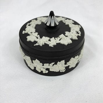 Wedgwood Jasperware Jasper Black Basalt  Jewelry Trinket Box 1970s 70s UK England Leaf Leaves Relief