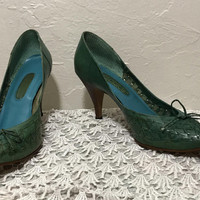 8.5B / Vtg GLORIUS Dark Green Leather Pumps / Forrest Green Shoes with Brown Heels / Woven Leather High Heel Ladies Shoes / Made in Brazil
