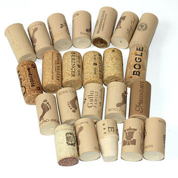 Wine Corks Sandwich Bag Full | 23 Wine Corks for Craft Projects | Used Wine Corks | Synthetic Corks | Corks with Logos | Drink Stoppers