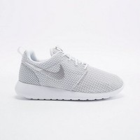 Nike Roshe Run Trainers in White - Urban Outfitters