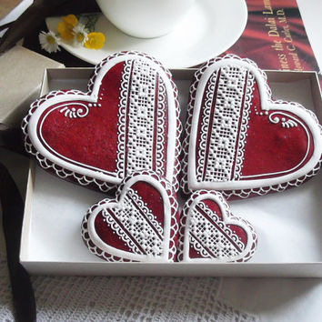 Red Lace Patterned Heart Cookie Gift Box