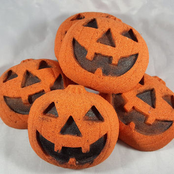 Jack O Lantern Pumpkin Pie Scented Bath Bombs, Pumpkin Bath Bomb, Halloween Bath Bomb, Horror Bath Bomb!