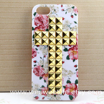 iphone 5 case, studded golden Cross Studded Iphone Case, Vintage big red Rose Flower white Iphone 5 Case, Hard case