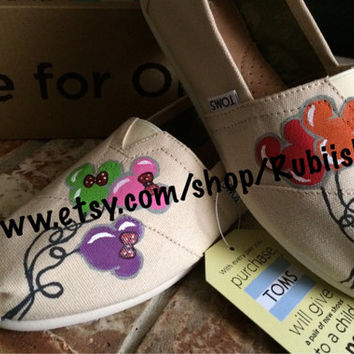 disneyland inspired Mickey and Minnie Mouse Balloon Head on Toms