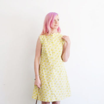 r e s e r v e d mod scallop neckline shift dress . tiny yellow flower print .medium