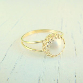 Pearl gold ring, Any Size, pearl ring, gold ring,gold stacking ring, gold filled ring, gold vintage ring, bridal jewelry, swarovski pearl