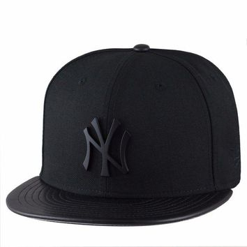 DCK4S2 (RARE) New Era New York Yankees Fitted Hat BLACK METAL BADGE/PU LEATHER Visor