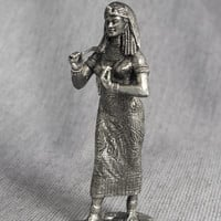 Female Sculpture of Egyptian Queen Cleopatra - Handmade 1/32 Scale 54mm Tin Metal Miniature Action Figurine Statuette