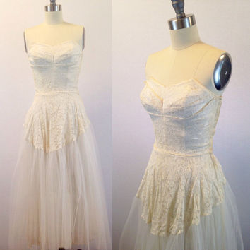 Lace wedding dress-Tulle wedding dress-Strapless ballerina wedding- Women's bridal- 1940s bridal