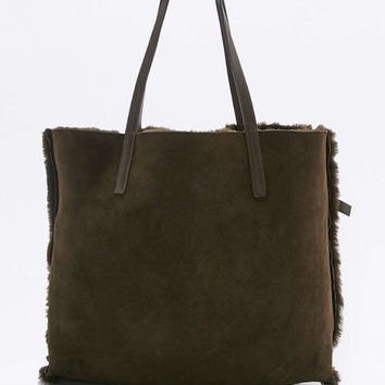 Reversible Shearling Tote Bag - Urban Outfitters