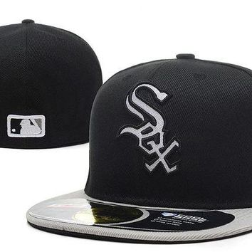 DCCKBE6 Chicago White Sox New Era MLB Authentic Collection 59FIFTY Hat Black-White