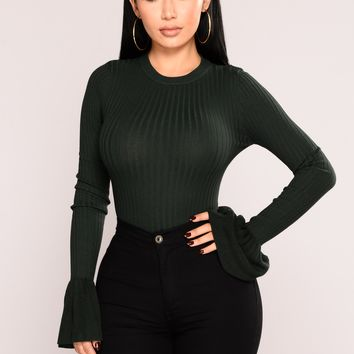 Yana Ribbed Bell Sleeve Top - Hunter Green