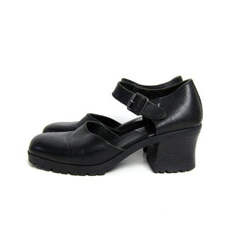 vintage 90s leather mary janes. chunky platform sandals. black buckled sandals. closed toe sandals. womens 8 8.5