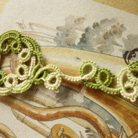 Tatted bookmark with Green floral motif » Craftori