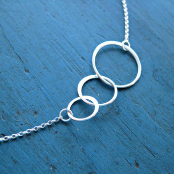 Circle Necklace Eternity Necklace Bridesmaid Jewelry Interlocking Circle Three Ring Necklace Best Friends Gift