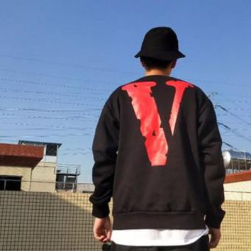 17SS Vlone Friends Europe and the United States tide brand 2017 V letter printing sweater men and women couples fleece jacket