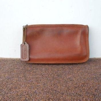 ONETOW Vintage COACH Pouch , Purse / Distresed British Tan Leather Zippered Wallet Pouch Bag