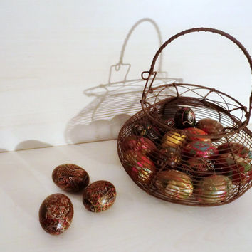 RARE antique eggs basket, rusty metal, home decor, rustic style, brown, shabby chic.